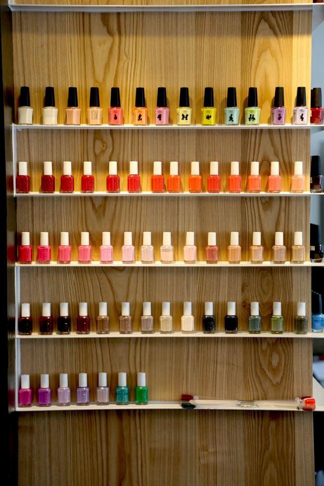 色彩豐富的指甲油